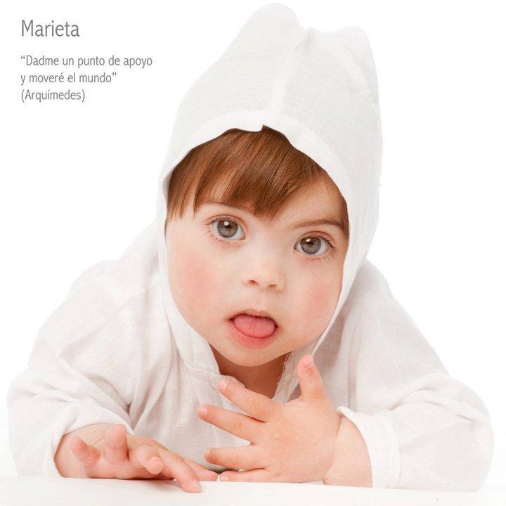 En la foto una niña pequeña con Síndrome de Down y una leyenda que